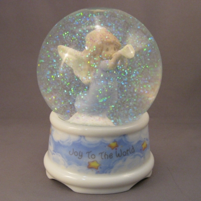 Angel with Trumpet musical waterglobe