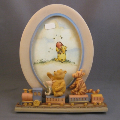 Winnie the Pooh oval frame (Charpente/Michel & Co)