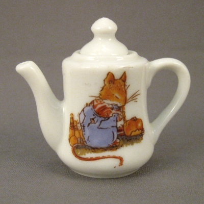 Brambly Hedge mini teapot (NOT Royal Doulton)
