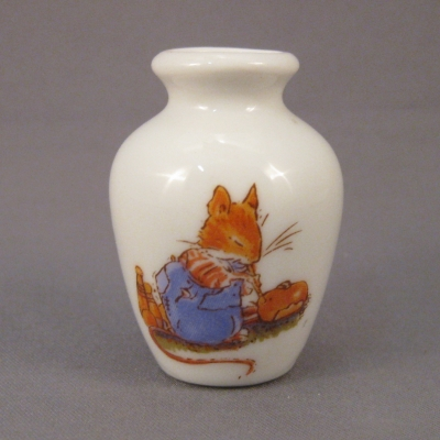 Brambly Hedge mini vase (NOT Royal Doulton)