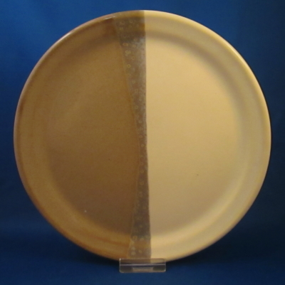 Clay in Motion plate, cream & tan