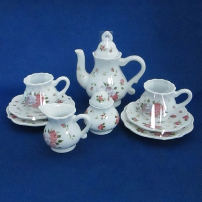 Dainty Sue child's tea set (15 piece) with basket - Delton