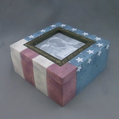 Heartstone Flag Photo Box (3 x 3 photo)