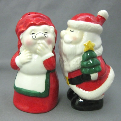 Santa and Mrs. Claus salt & pepper set
