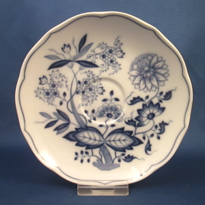 Hutschenreuther Blue Onion (scalloped) saucer