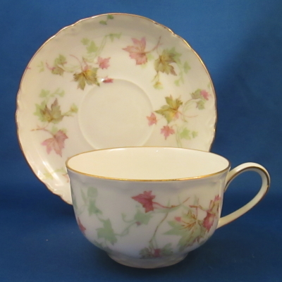 Hutschenreuther Maple Leaf, Scalloped cup & saucer