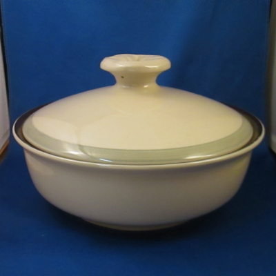 Independence Lariat covered vegetable bowl