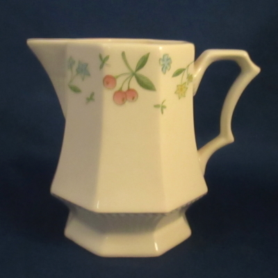 Independence Old Orchard creamer