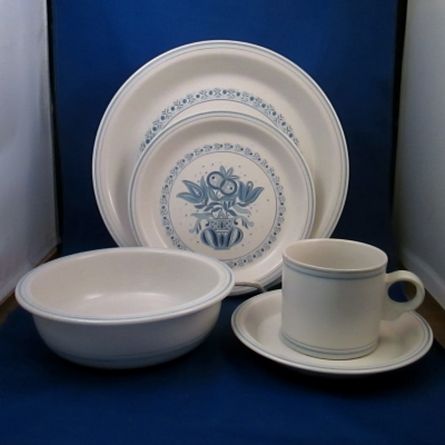 Jepcor Country Cupboard - Early American 5 piece place setting