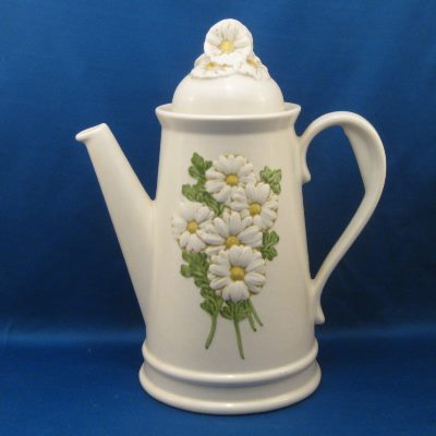 Metlox Sculptured Daisy (gloss) coffee pot