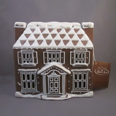 Baker Street Colonial House - lighted