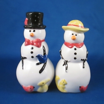 Nikko Winter Wonderland figurine salt & pepper