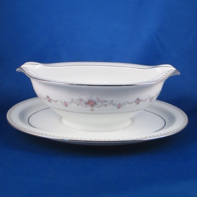 Noritake Fairmont gravy with attached base