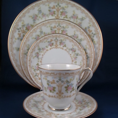 Noritake Long Ago 5 piece place setting