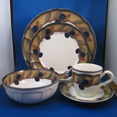 Noritake Olive Wreath 5 piece place setting