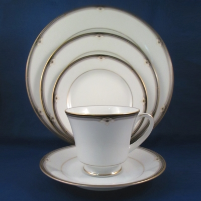Noritake Oxford Lane 5 piece place setting