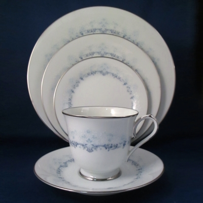 Noritake Pledge 5 piece place setting