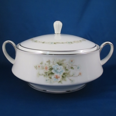 Noritake Poetry round covered vegetable