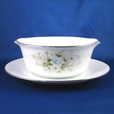 Noritake Poetry gravy with attached base