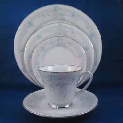 Noritake Sharon's Dream 5 piece place setting