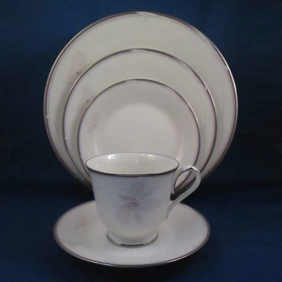 Noritake Suddenly 5 piece place setting
