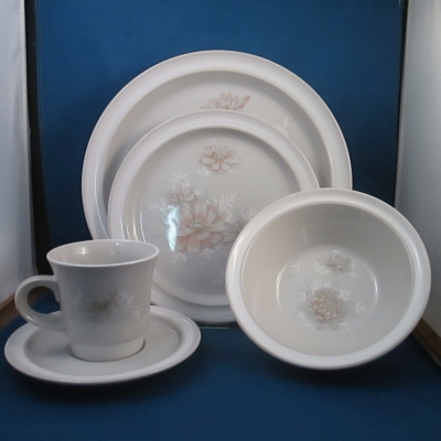Noritake Floral Frost place setting