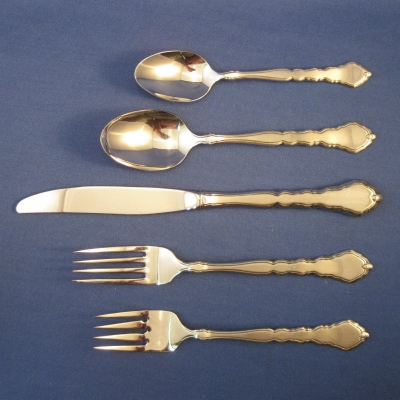 Oneida Satinique 5 piece place setting