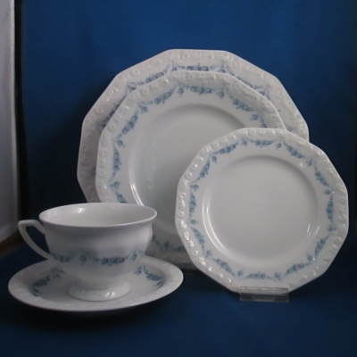 Rosenthal Blue Garland 5 piece place setting - Click Image to Close