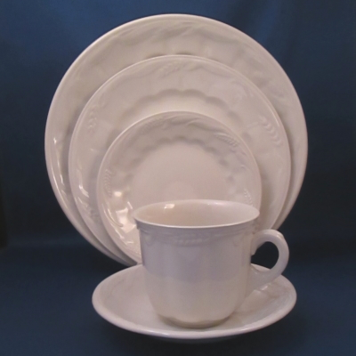 Royal Crownford Wheat-Cream White 5 piece place setting